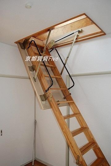 天井収納へ